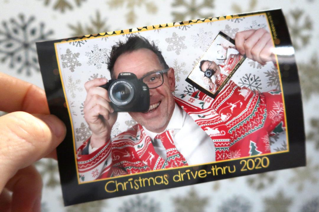 Kerstfotograaf voor drive-thru